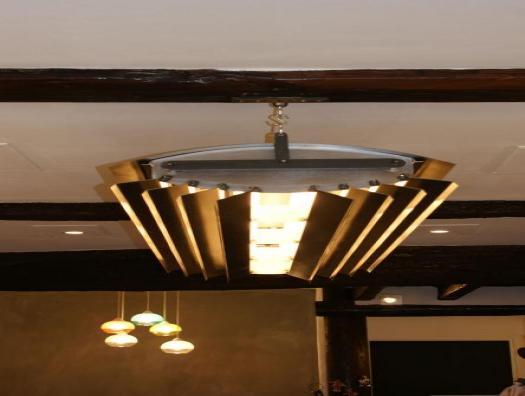 Luminaire type industriel, fabriqué à partir de ventelles