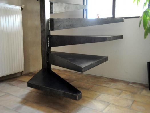Les 4 premières marches sont plus longues de 20 cm afin de faciliter l'accès