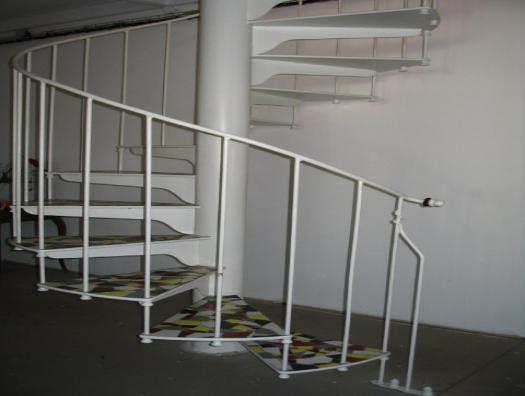 Escalier hélicoïdal, marches de mosaïque