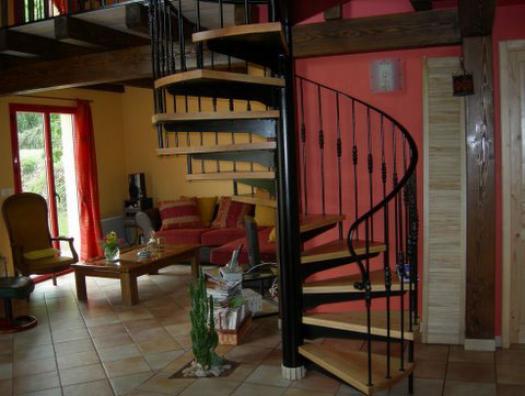 Escalier hélicoïdal marches bois