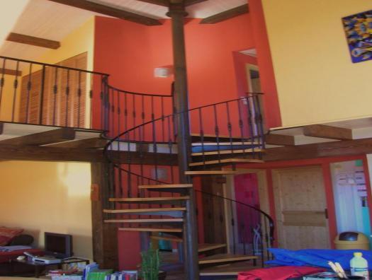 Détail...Le noyau de l'escalier soutient le toit