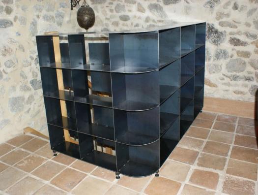 Garde corps à 2 fonctions, la sécurité et un meuble bibliothèque